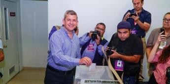 Emite voto Óscar Vega