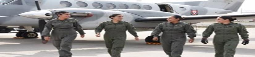 Marina crea su primera tripulación aérea de mujeres