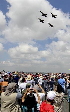 Espectáculo aéreo en base militar Santa Lucía