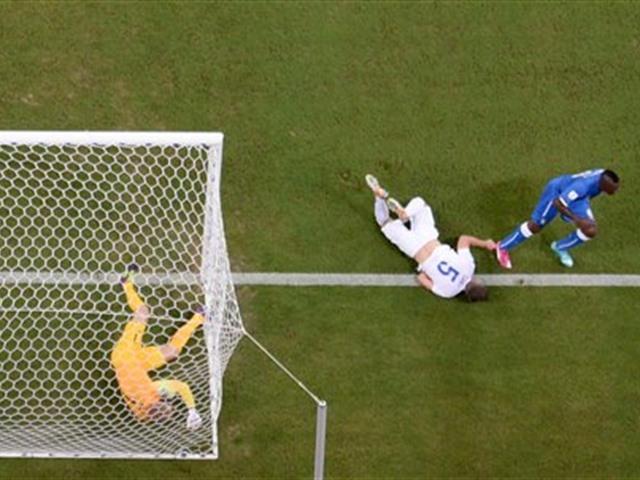 Italia vence a Inglaterra 2-1