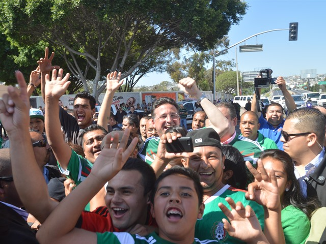 Festejo de Tijuanenses a México