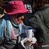 Entregan Ropa y alimento a personas necesitadas