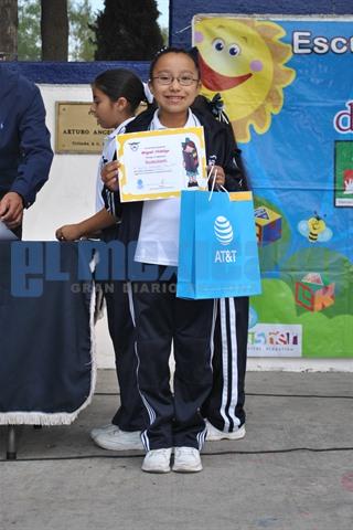 Escuela primaria Miguel Hidalgo hace su primer caracol del libro.