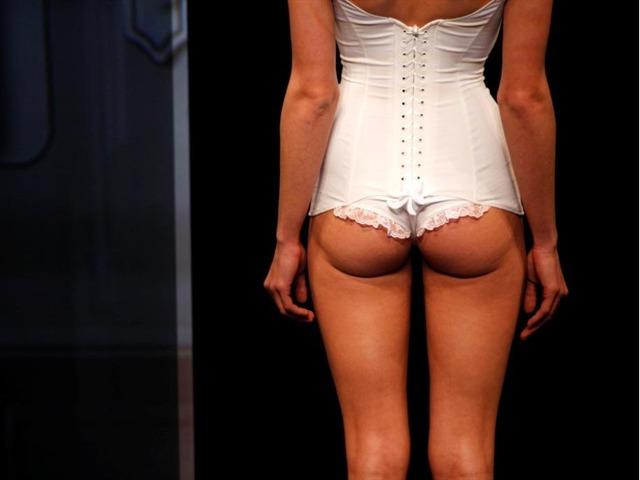 Zahia Dehar; antes prostituta, ahora diseñadora