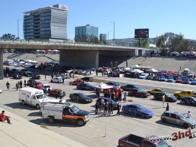 carshow en la canalización del Río Tijuana