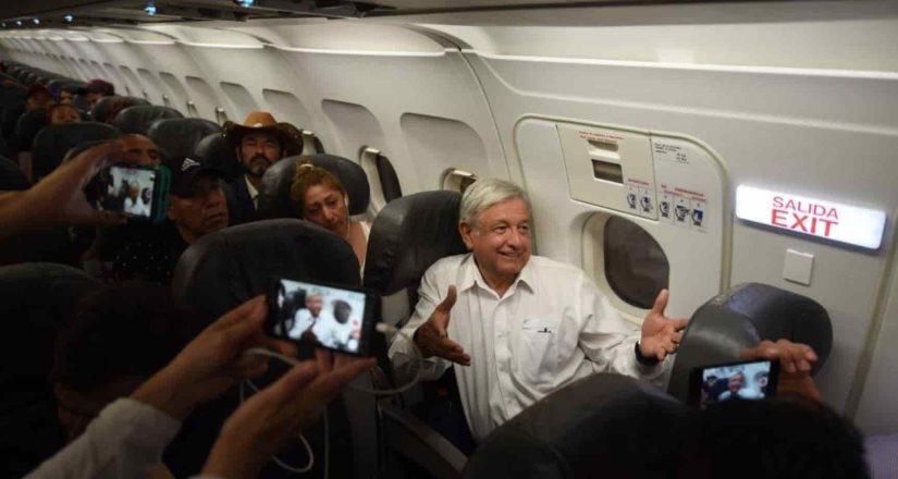 Viaja AMLO de La Paz a Tijuana; se alista para evento de la unidad