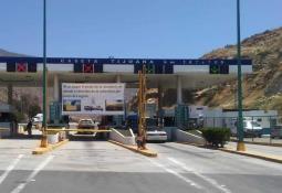 Tractocamión bloquea por descompostura acceso de Tecate a Ensenada