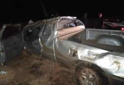 Choca un vehículo contra un tráiler en la Guerrero