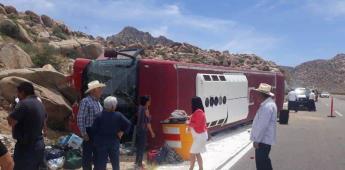 Vuelca camión de pasajeros en la cuesta de La Rumorosa
