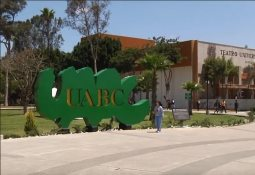 Entrega SEE biblioteca en Tecate