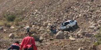 Vuelca conductora en la cuesta del Zacatón