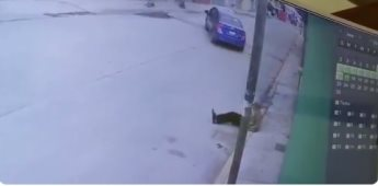 Captan en video momento en que abandonan a un abuelito en Puebla