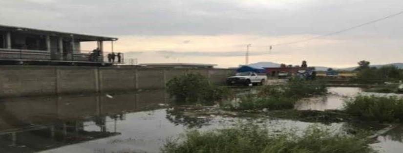 Se desborda canal de riego por tromba en Yurécuaro, Michoacán