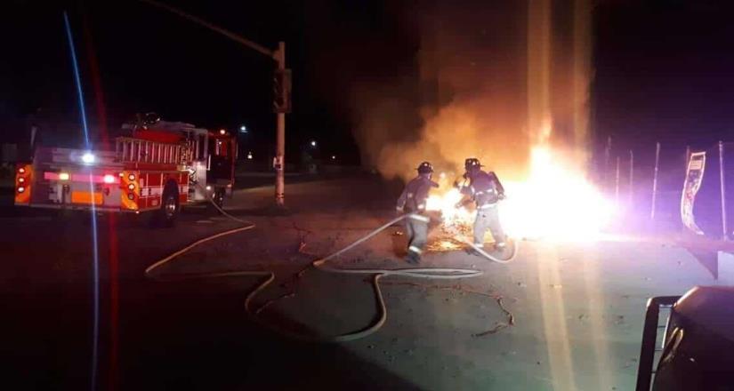 """Prenden fuego al """"Monumento a la Imprudencia"""""""