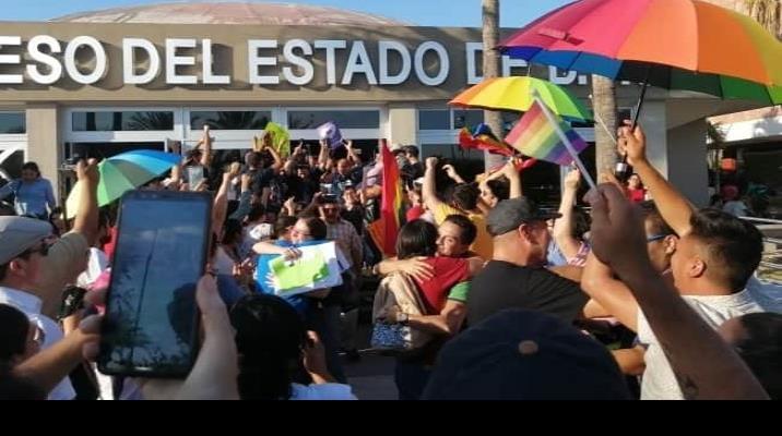 Congreso de Baja California Sur avala matrimonio igualitario