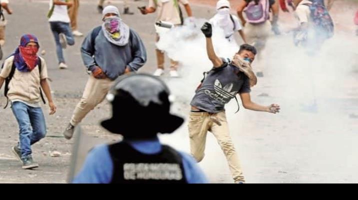 Honduras, sumida en crisis, a 10 años del golpe