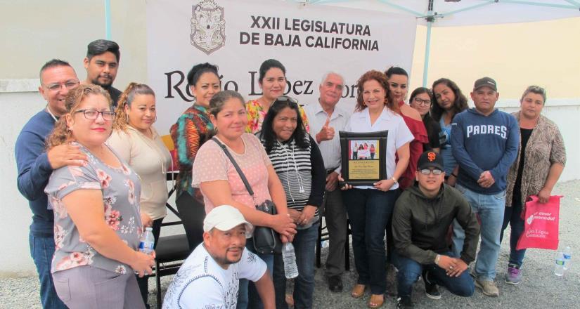 Colonos entregaron tres reconocimientos a la diputada López Gorosave