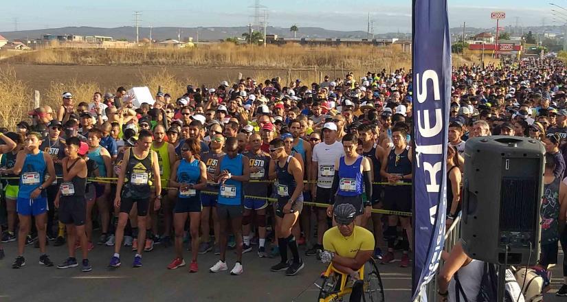Arranco V Medio Maratón Internacional Rosarito-Aries 2019