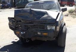 Chocan de frente dos vehículos en el camino a Bahía Falsa