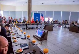 Entrega el alcalde Novelo apoyos a familias vulnerables