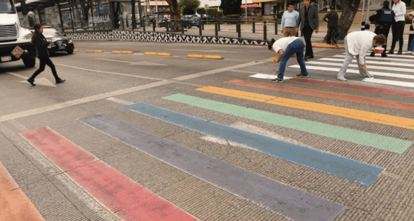 Grupos ProVida quitan colores LGBTTTIQ de cruces peatonales en Puebla