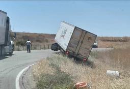 Se salva la vida tras quedar atrapado entre 2 vehículos