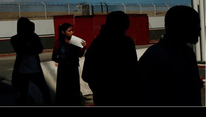 Deportan cerca de  50 mexicanos de Estados Unidos a Tijuana