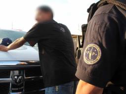 Arrestan a 11 sujetos por posesión de droga y robo