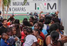 Investigan camioneta relacionada con multihomicidio de Uruapan