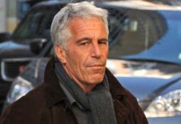 Epstein murió, pero falta que se haga justicia, claman víctimas