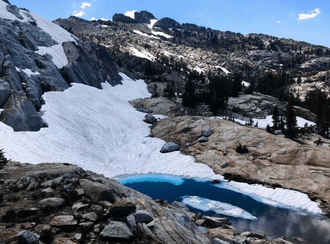 Nieve rosa en el Parque Nacional de Yosemite en California.