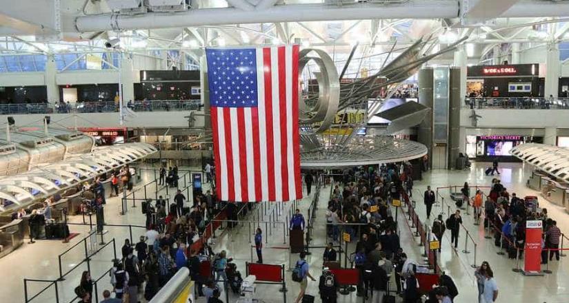 Largas filas en aeropuertos de EU por fallas en programa de aduanas