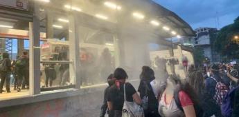 Grupo de mujeres vandaliza estación de Metrobús Insurgentes