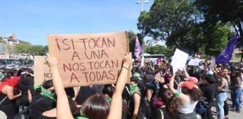 Colectivos feministas se congregan en Glorieta de Insurgentes