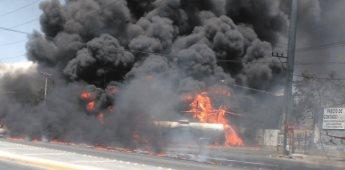 Se incendia pipa tras choque en Nuevo León