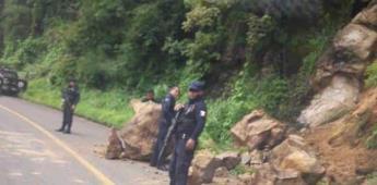 Derrumbe bloquea carretera Tepalcatepec-Coalcomán