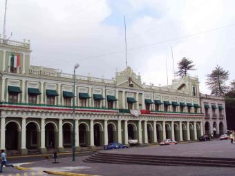 Revelan desvío de casi mil millones de pesos en Veracruz