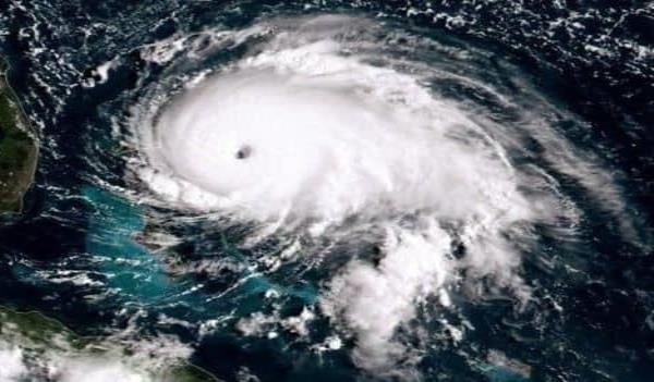 Dorian baja a categoría 4 y sigue avanzando hacia Florida