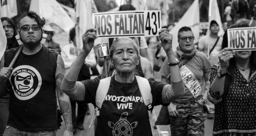 Por omisiones, van tras exservidores en caso Ayotzinapa