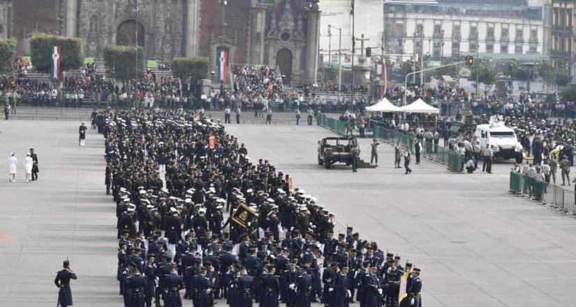 AMLO pasa lista a Fuerzas Armadas para iniciar el desfile militar