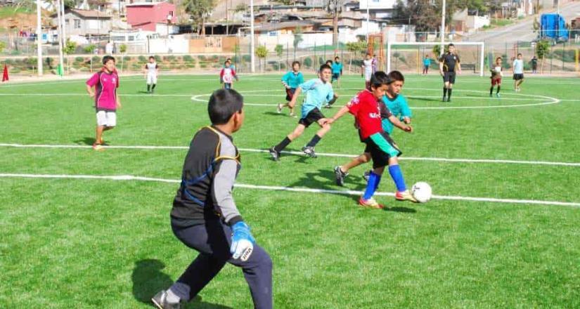 Inmudere invita a niños a clases de futbol