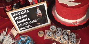 Niño festeja su cumpleaños con temática del Cartel de Santa
