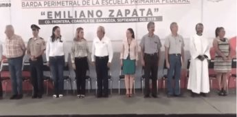 VIDEO  Confunde Juramento a Bandera y termina recitando Padre Nuestro