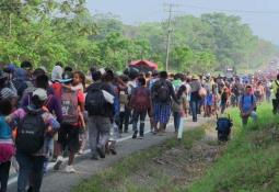 AMLO reclama a gobernadores el mal estado de carreteras estatales