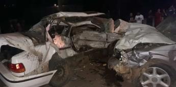 Choque entre autos deja saldo de un muerto y un lesionado.