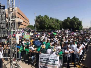 Mega marcha por adeudo a UABC