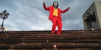 Fan de Joker baila como él en la Macroplaza y se viraliza su video