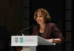 Martha Debayle recibe la medalla de Honor CANACO al Mérito Empresarial