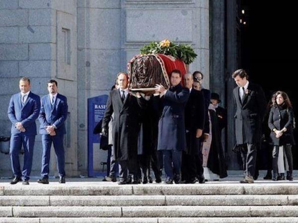 Los restos de Franco llegan al cementerio de El Pardo