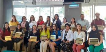 En Tecate, reconocimiento a 17 maestros destacados